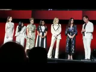 Oceans8 cast on stage video Sandra Bullock, Cate Blanchett, Sandra Bullock, Anne Hathaway, Sarah Paulson, Mindy Kaling and Awkwa