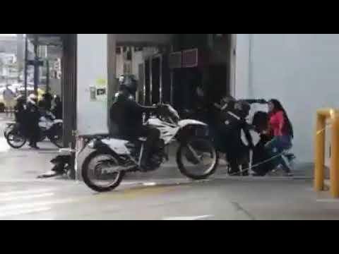 POLICÍAS GOLPEAN A MUJERES INDÍGENAS EN ECUADOR 🇪🇨