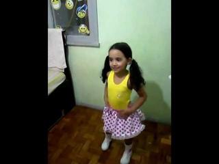 menina  dançando