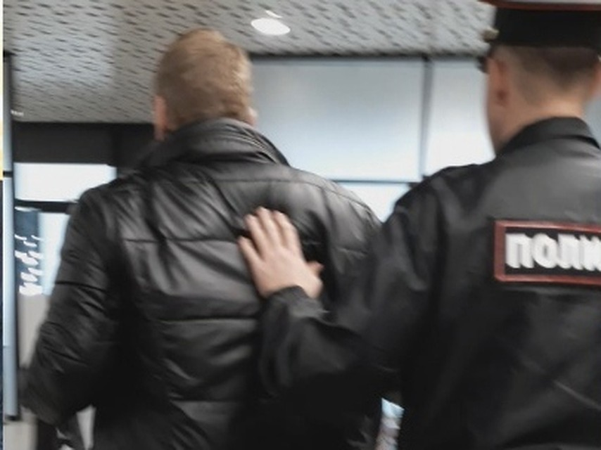 В КЧР мужчина устроил дебош в магазине и избил продавщиц