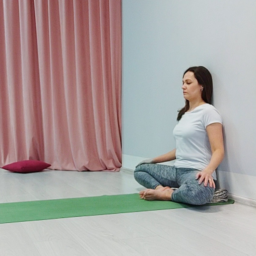 Комплекс йоги для расслабления ног и спины