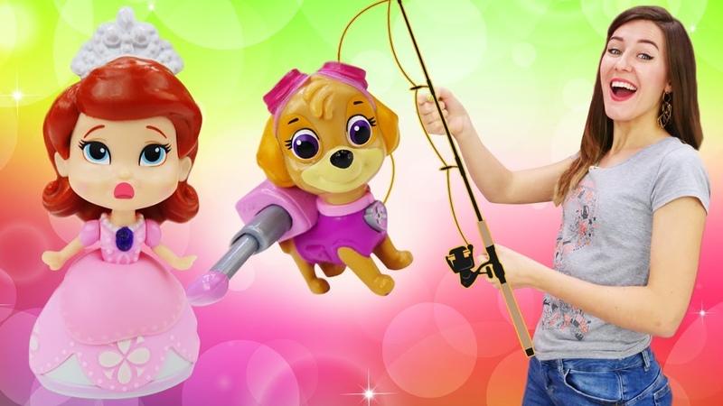 Sky de la Patrulla Canina y las princesas van a pescar La Guardería Infantil Vídeos de juguetes