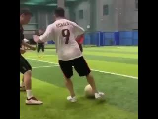Не зря у него футболка Роналдо