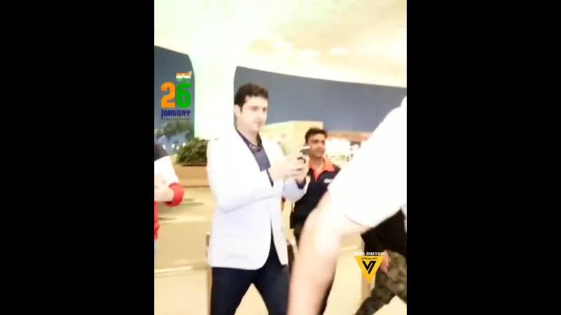 Srk в аэропорту Мумбаи