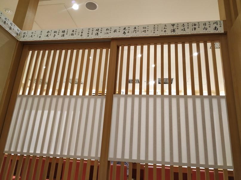 Раздвижные двери в ресторане