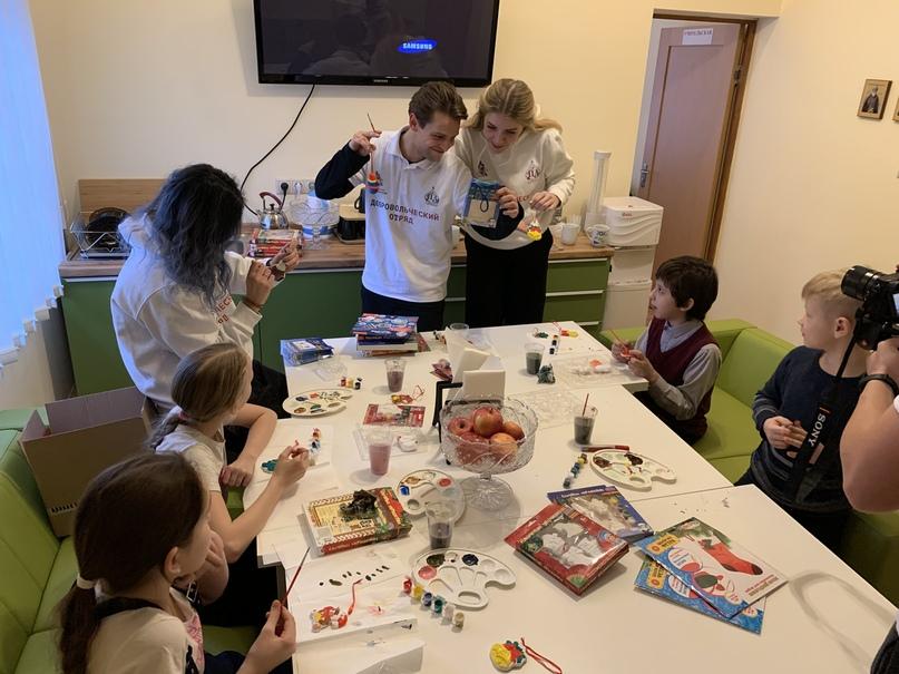 Кинокомпания «Союз Маринс Групп» поздравила воспитанников детского центра «Покров» с новогодними праздниками, изображение №2