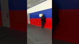 Саша Плющенко работает с папой Евгением Плющенко над акселем 2,5 оборота.