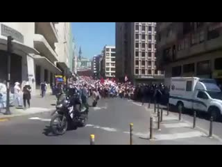 cerca-de-50-mil-personas-marchan-en-quito-exigiendo-la-renuncia-del-president-null.mp4