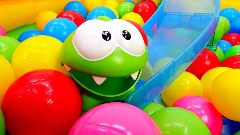 Приключения Ам Няма в сухом бассейне с шариками.