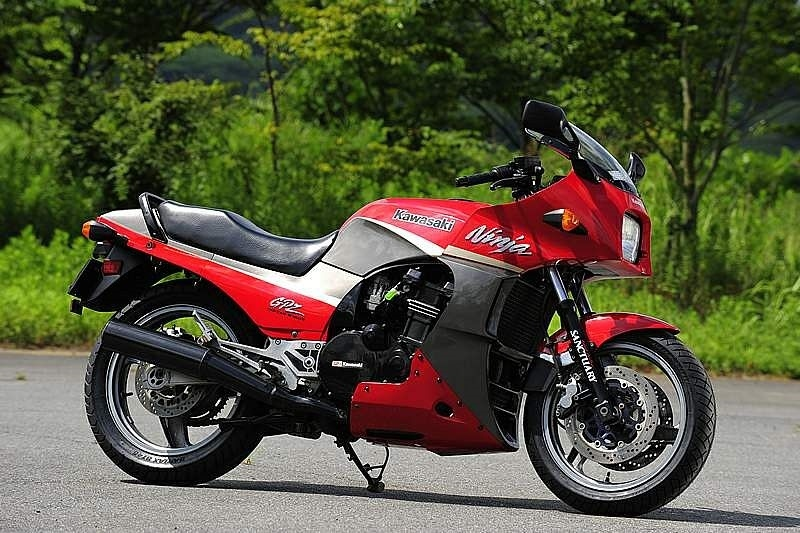 Kawasaki собирается возродить GPZ900R?!