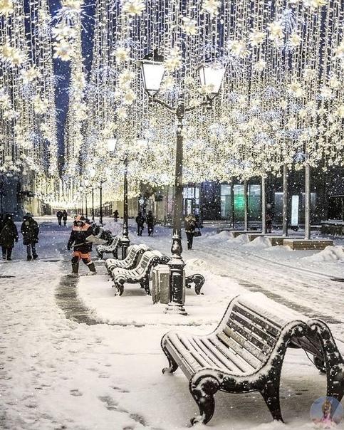 Наряди елку, забудь все обиды, чаще обнимай тех, кто тебе дорог и главное помни, что декабрь  это и есть маленькое волшебство