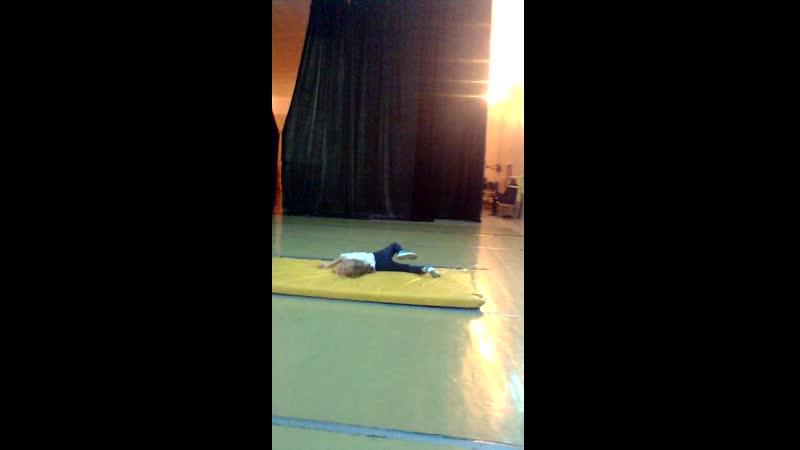 Василиса на гимнастике