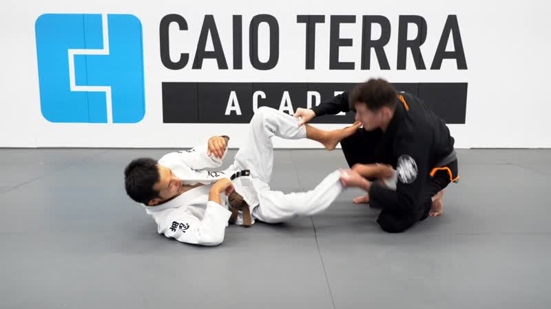 Caio Terra BREAKING THE SLEEVE GRIP DETAILS TOREANDO PASS FROM COLLAR SLEEVE