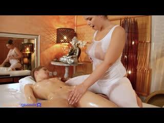 #Mr - Curvy Brunette Teen массаж massage скрытый скрытая камера подглядывание публичный лесбиянки анал мамы взрослые оргазм