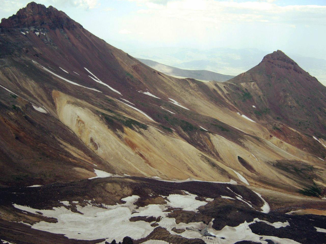 с западного пика горы Арагац на северный и восточный пики