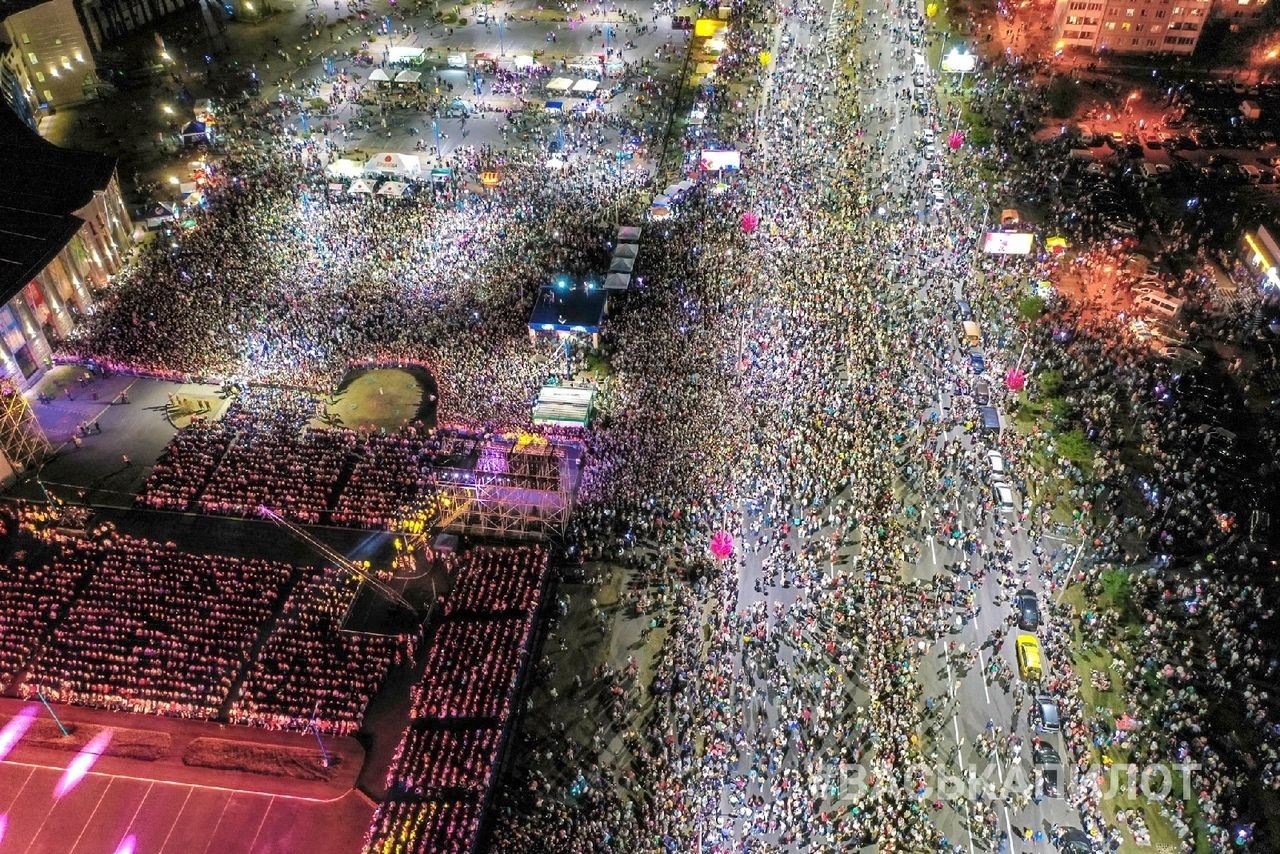 Самое массовое мероприятие Тысячелетия - Миллениум - вид сверху (невероятно красиво)