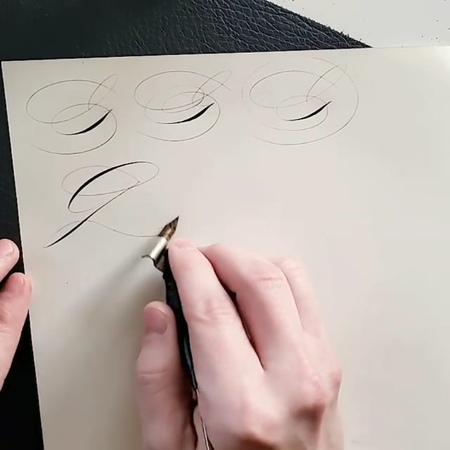 """ℭ𝔞𝔩𝔩𝔦𝔤𝔯𝔞𝔭𝔥𝔶 𝔐𝔞𝔰𝔱𝔢𝔯𝔰 on Instagram """"Whats your favourite letter G 🙄 Tag a friend who will appreciate it ❤ . Spencerian variations of letter G by the hand of @mrmgward - I…"""""""
