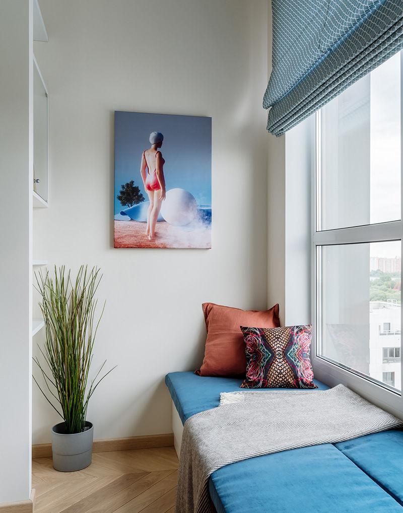 Открытая планировка и зеленый диван: современная квартира для девушки в Москве (59 кв.