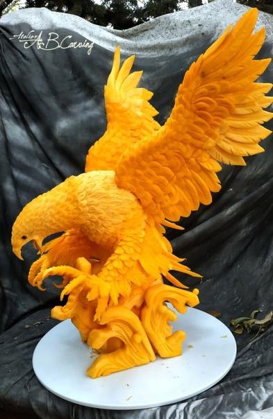 Резные тыквы Ангела Боралиева, не типичные для Хэллоуина Ангел Боралиев (Angel Boraliev) художник по карвингу из Болгарии, который превращает фрукты, овощи и мыло в прекрасны скульптуры от