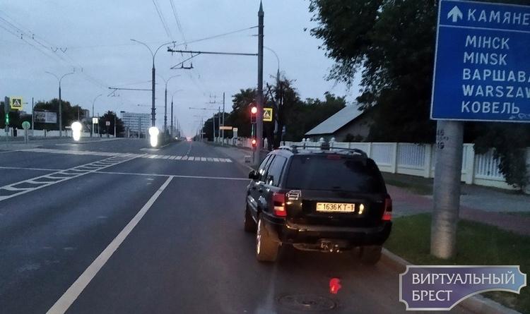 Автомобиль остановился на спуске с путепровода - так можно или нет?