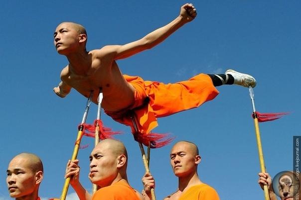 Секреты энергии и долголетия шаолиньских монахов Наверное, нет такого человека, который бы не слышал о ШАОЛИНЬ... только ассоциации будут у каждого свои - у кого-то в воображении всплывают