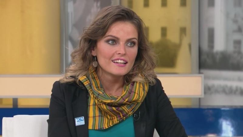 """""""El Populismo ama tanto a los pobres que los multiplica"""" Gloria Álvarez"""