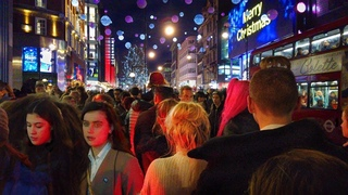 London Night Walk : Oxford Street Crowded with Shoppers!