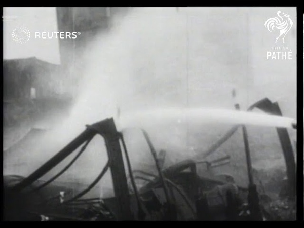 Paddle steamer destroyed by fire in America (1937)