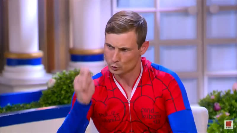 Человек паук на белой четырнадцей
