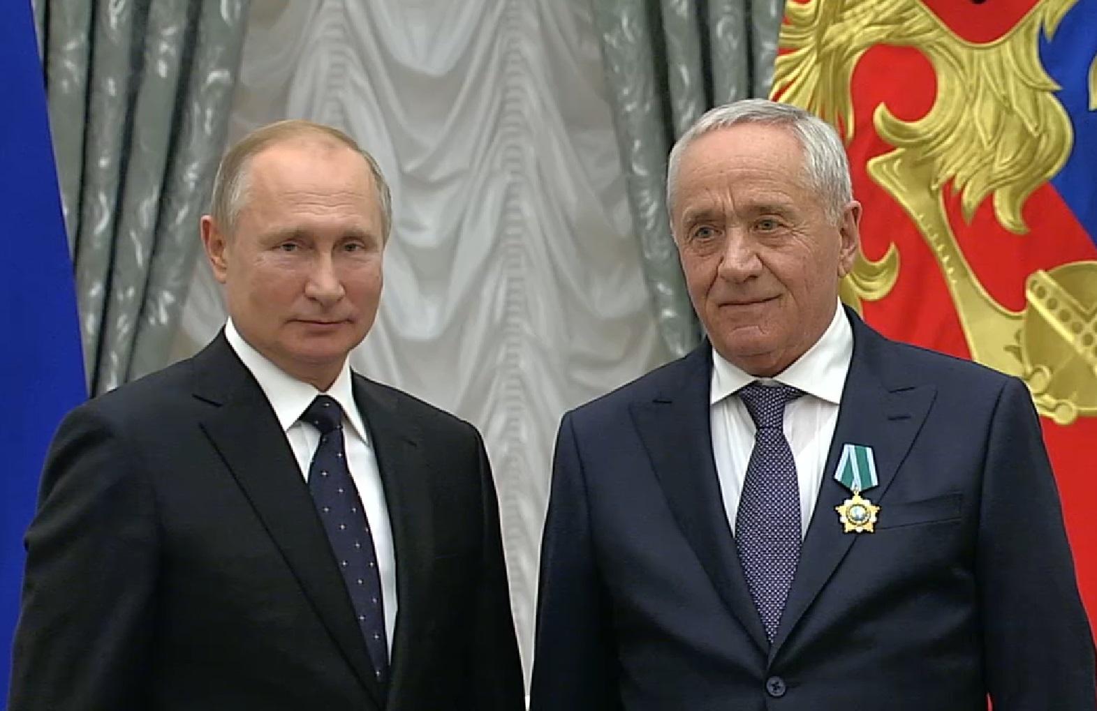 Владимир Путин наградил орденом врача из КЧР