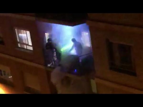 La divertida entrevista al viral DJ del balcón de Valencia que ameniza la crisis del coronavirus