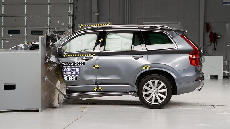 2016 Volvo XC90 driver side small overlap IIHS crash test