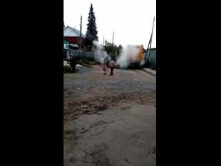 Грузовик рухнул под землю