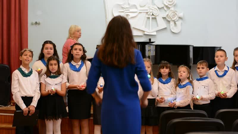 Севастопольская музыкальная школа 7 Детский хор Блёстки Номер слова и музыка А Ермолова Новый год