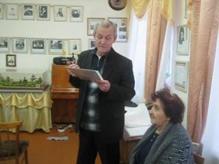 Стихотворение для Нины Фоминых в честь её 80-летия. Читает автор Николай Писарев в Литературном музее ДДЮТ.
