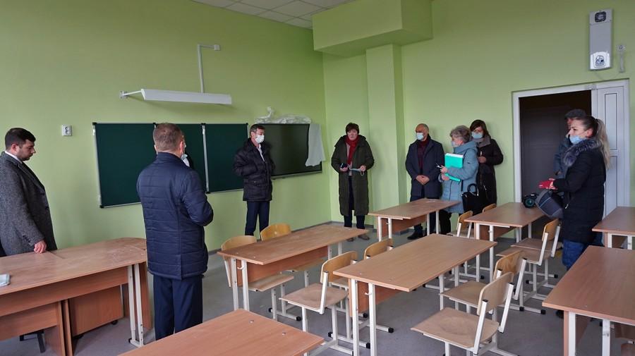 Депутаты гордумы Таганрога провели выездное заседание в новой школе №39 на ул. Галицкого