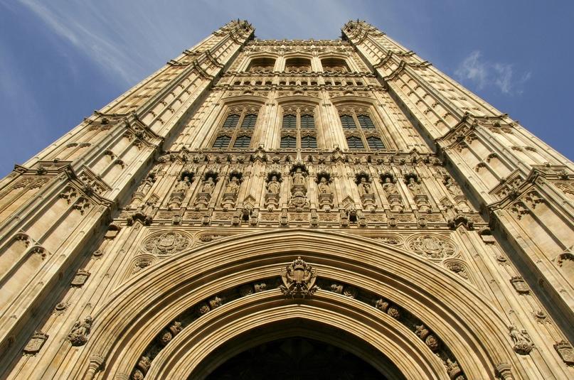 Башня Виктории (1860 г.) в Лондоне, здание парламента.