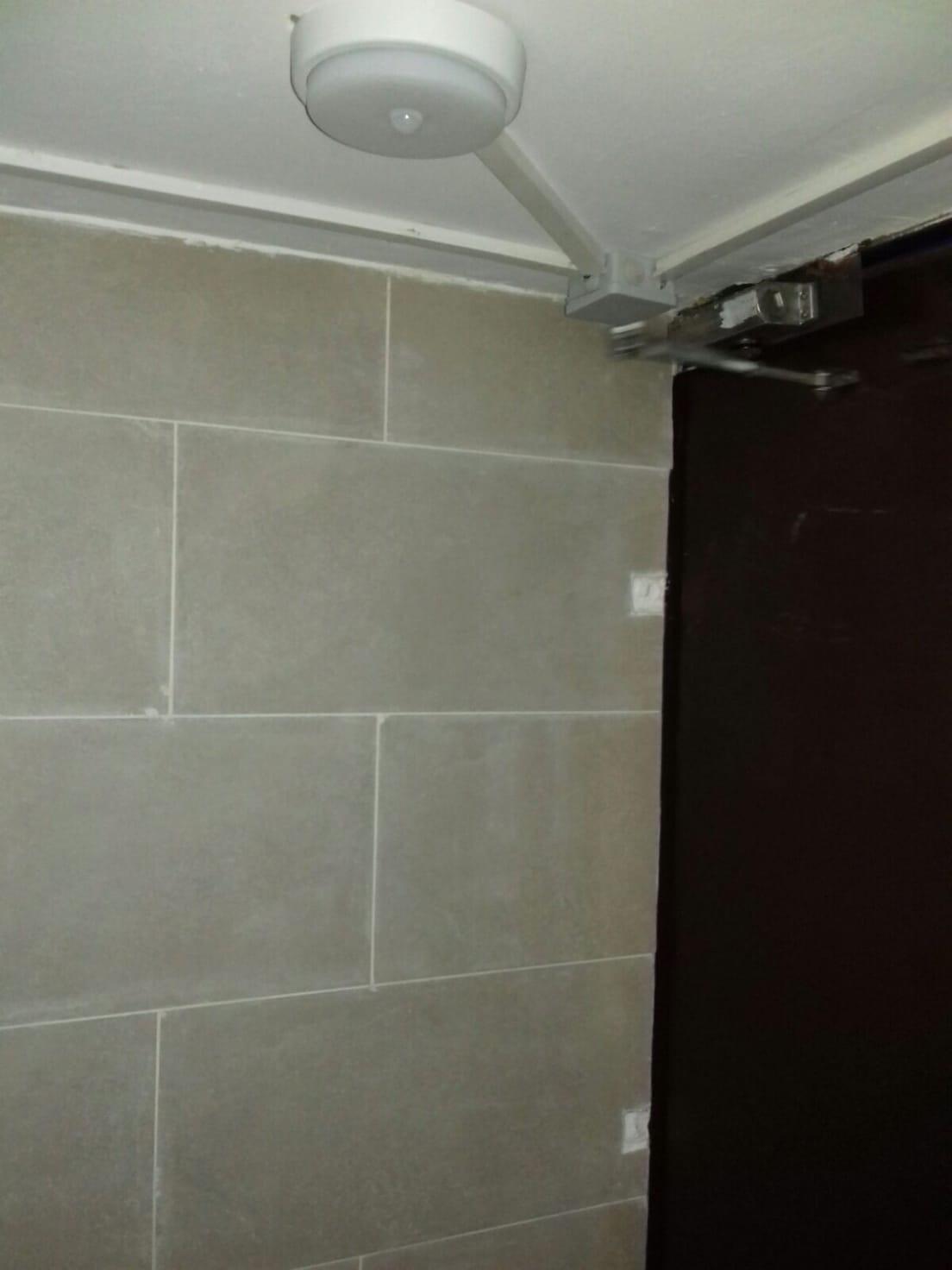 замена светильника Ердякова дом 14 2п тамбур