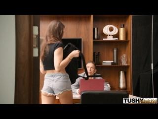 Пришла устраиваться на работу (секс порно кастинг брюнетка с шикарными волосами длинные стройная красивая минет член оральный)