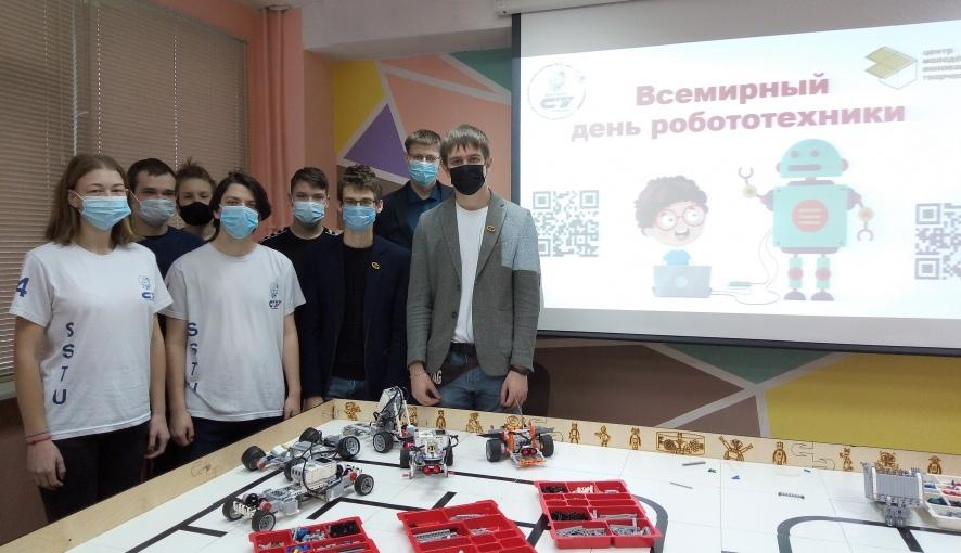 Студенты Петровского политеха защитили проекты по робототехнике