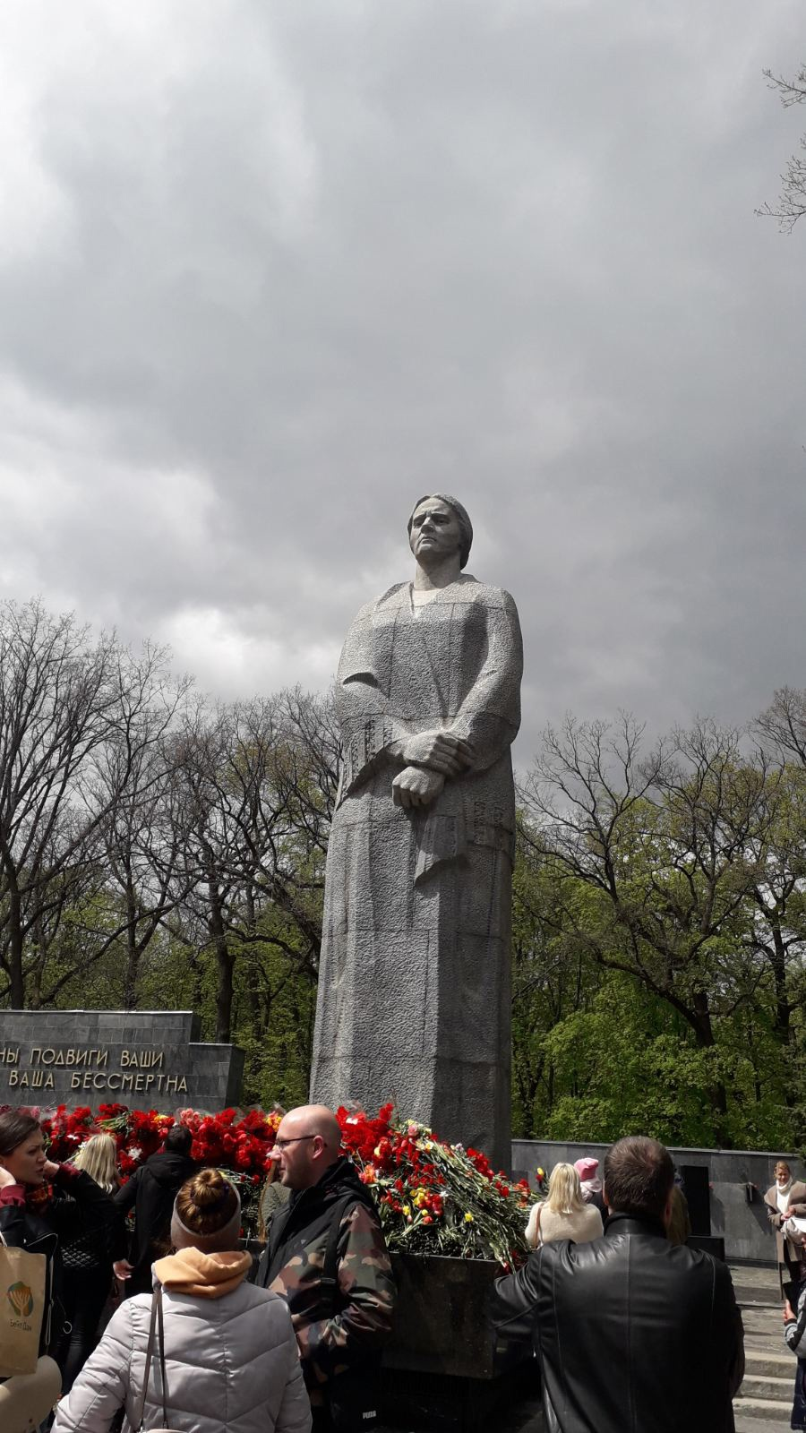 09 мая, у Мемориала