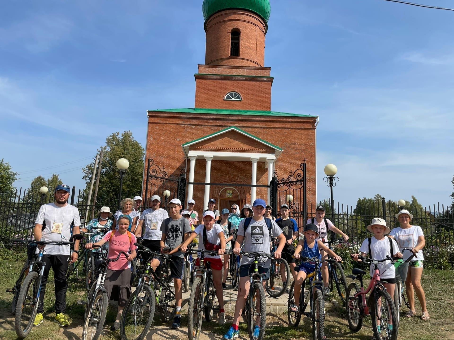 Крестный ход на велосипедах прошел в Можгинском