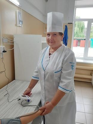 Погорельская Светлана Васильевна- медицинская сестра, стаж 45 лет.