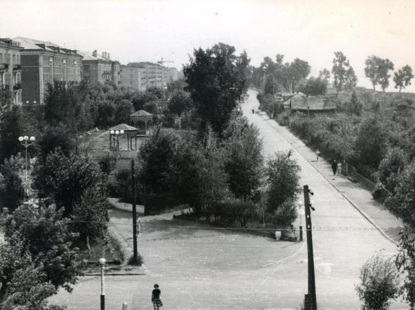 Савёлово, перекрёсток улиц Коммунистическая и Тупо...