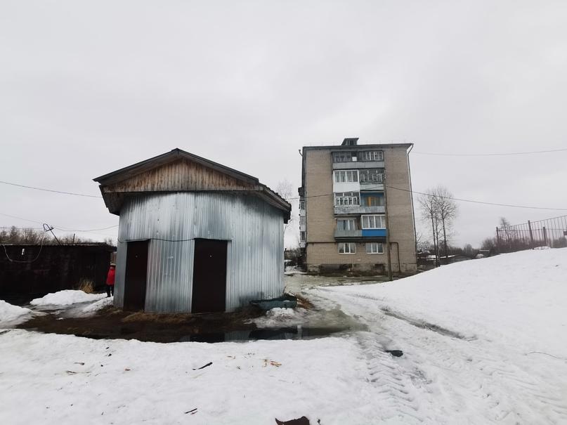 Дом на улице Лугканская и его насосная станция, чтобы перекачивать нечистоты прямо в реку.