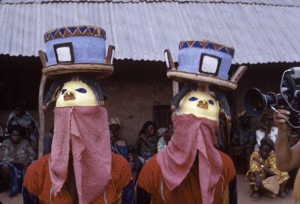 Африканские ритуальные церемонии, маски и костюмы, 1942-1972 гг. Фотограф: Элиот Элисофон
