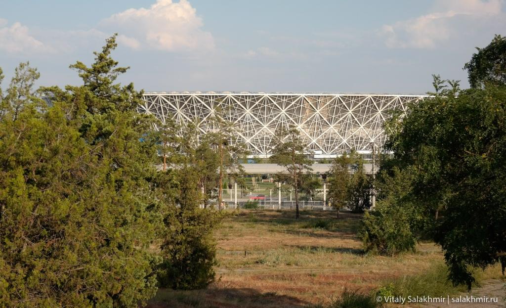 Вид на Волгоград Арена из парка, путешествие 2020