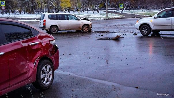 Два человека пострадали в тройном ДТП на Дзержинск...