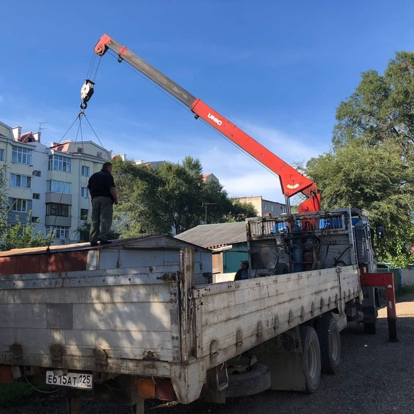Во дворе дома на улице Ермакова ликвидировали незаконные ...
