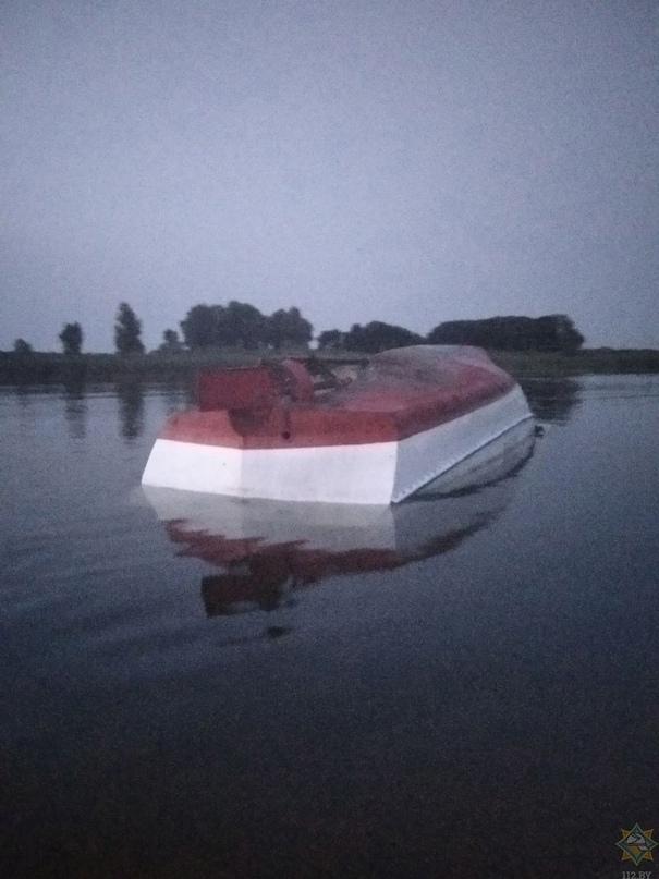 В Рогачёвском районе перевернулся катер, в котором находились 15(!) человек